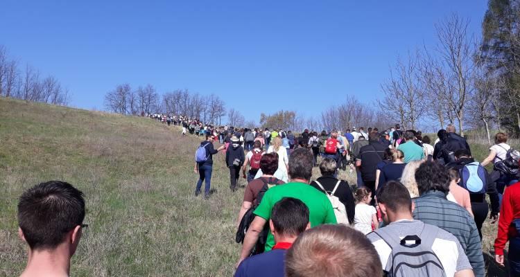 Mnoštvo hodočasnika okupilo se na 8. Križnom putu Župe Kozarevac